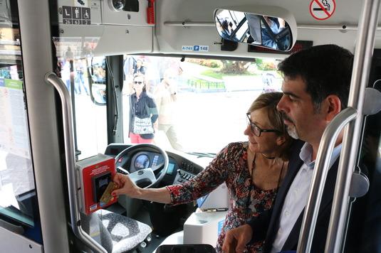 DBUS-ek proiektu pilotu bat jarri du abian bere autobusetan banku txartelekin ordaindu ahal izateko