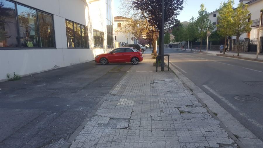 Hiribarren kaleko urbanizazioa eta Mercadona
